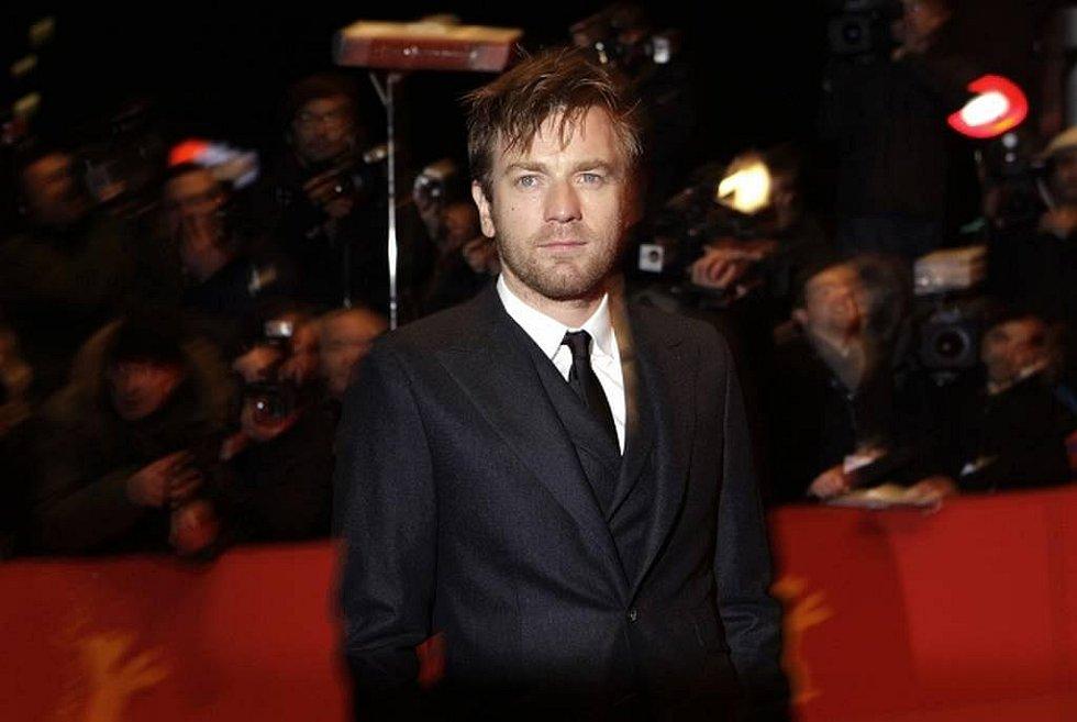 Roman Polanski na soutěžní promítání svého filmu Ghost writer do Berlína přijet nemohl, tak ho zastoupili herci: Ewan McGregor