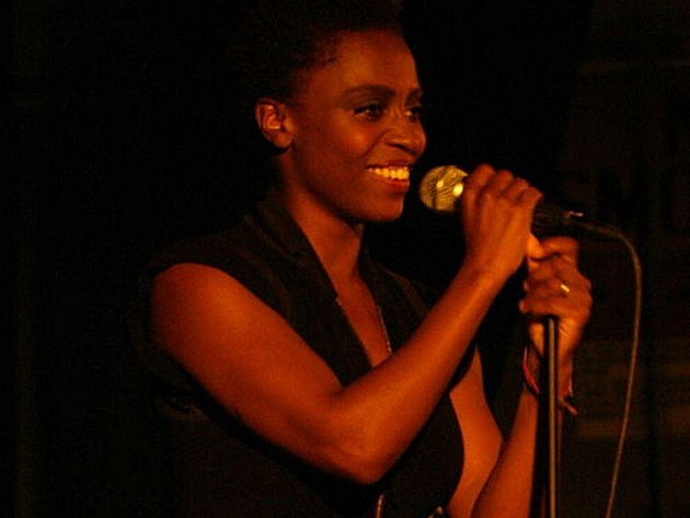 Skye Edwards, bývalá zpěvačka skupiny Morcheeba, teď vystupuje sólově