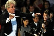 Symfonický orchestr Pražské konzervatoře s dirigentem Jiřím Bělohlávkem uvedl 12. května v Praze cyklus symfonických básní Bedřicha Smetany Má vlast a zahájil tak 66. ročník mezinárodního hudebního festivalu Pražské jaro.