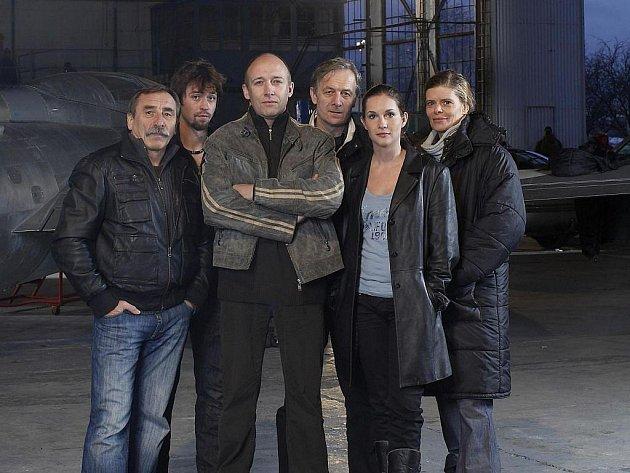 TV Nova nasazuje do vysílání nejdražší seriál, který kdy vyrobila, Expozituru