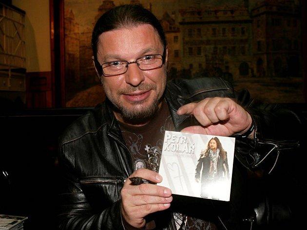Petr Kolář pokřtil 24.10. v Pražském Hard Rock Café album Čas nás naučí.