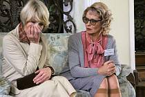 NOVÍ HRDINOVÉ. Daniela Kolářová a Vilma Cibulková v seriálu Život je ples.