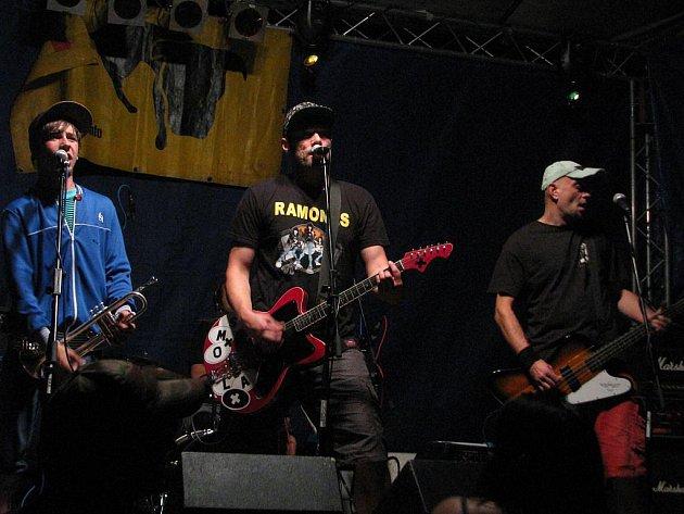 Smola a hrušky na festivalu Reggae Area 2010 na letišti u Ústí nad Labem.