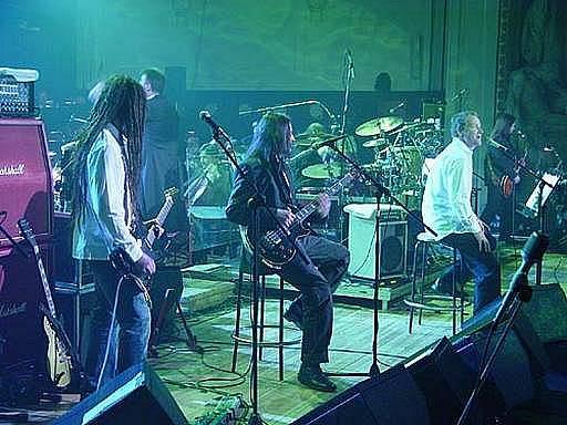 Kapela Lucie na svém zatím posledním živém koncertě v roce 2004