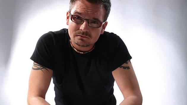 Nikdo neví o hudebních cenách Žebřík víc než jejich ředitel Jarda Hudec, šéf magazínu Report. Mezi své největší letošní zážitky řadí Expo v Šanghaji a natáčení skupiny Popcorn Drama v Los Angeles.
