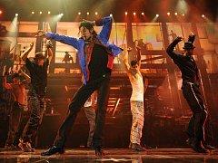 Michael Jackson při přípravě posledního turné, jehož realizace se už nedožil - snímek z filmu This Is It