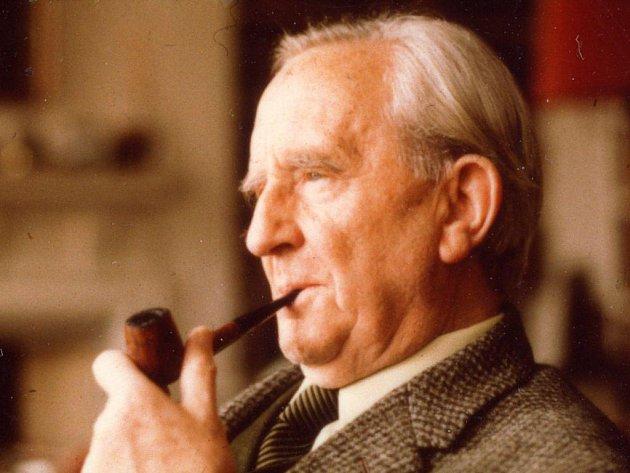 Ctihodný profesor angličtiny J.R.R. Tolkien, jehož dílo se řadí mezi největší bestsellery 20. století