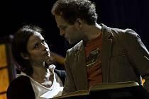 HLAVNÍ SPOLUHRÁČI. Miroslava Pleštilová jako Mollie Ralston a Jan Teplý coby Giles Ralston.