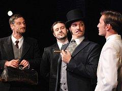 Radek Štědronský Shejbal, Jan Kaštovský, Bronislav Kotiš i Petr Vondráček, na snímku zleva, bavili v sobotu publikum v plzeňském Komorním divadle, které sledovalo premiéru hudební komedie Fantom Morrisvillu.