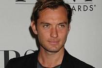 Jude Law navštívil 5. května newyorský hotel The Millennium Broadway, kde se konalo setkání nominovaných na prestižní cenu Tony Awards.