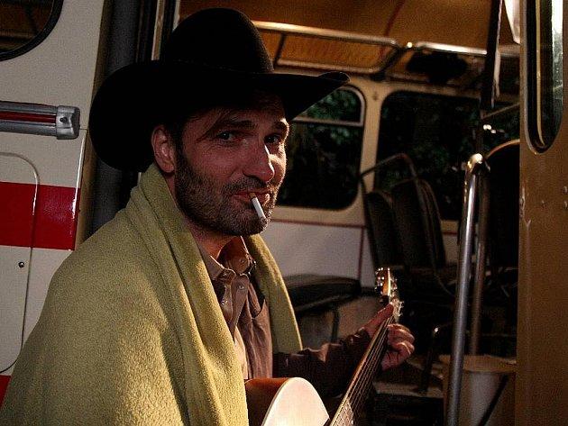 Frontman MIG 21 Jiří Macháček v právě dokončovaném klipu