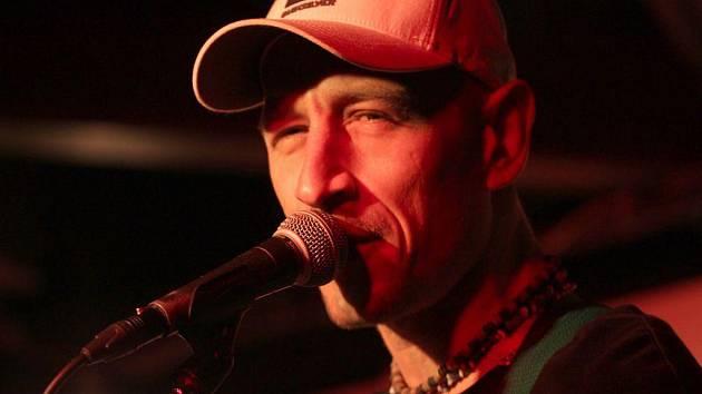 Kapela Wohnout oslavila na jablonecké Rampě patnáctiny. Popřát jí přišy téměř čtyři stovky fanoušků.