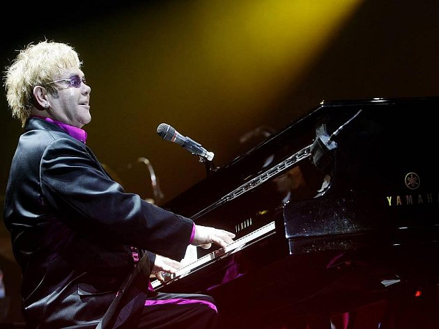 Britský zpěvák Elton John vystoupil 10. června v pražské 02 Areně.
