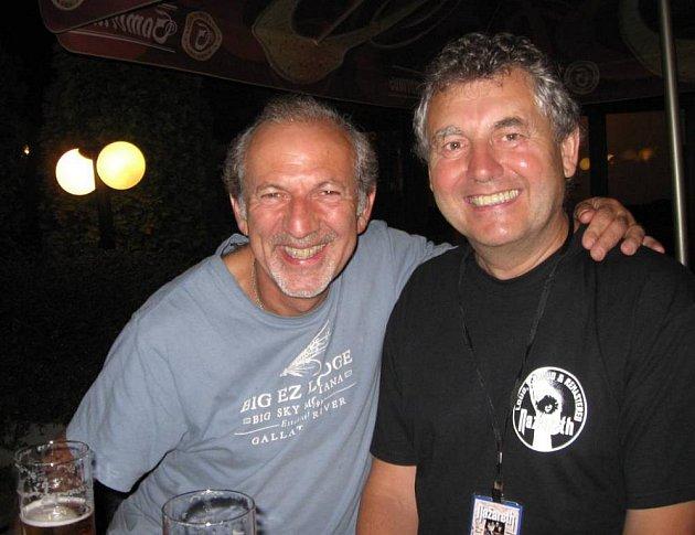 VLADIMÍR VESELÝ vpravo spromotérem Stevem Weltmanem zLondýna.
