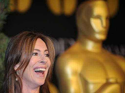 Režisérka Kathryn Bigelow dostala šest Oscarů, včetně nejcennější sošky za nejlepší film, za své drama Smrt čeká všude.
