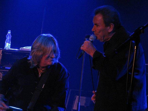Ústí nad Labem: Druhý den, v sobotu 17. října 2009, na XII. mezinárodním Budweiser jazz and Blues festivalu vystoupili britští The Troggs.