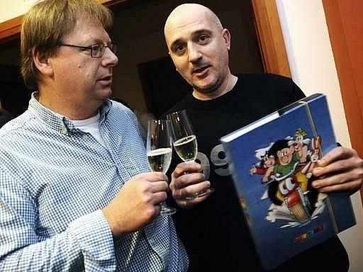 Producent Miloslav Šmídmajer, na snímku vlevo, a režisér Michal Žabka vystoupili 24. března na tiskové konferenci v Praze k připravovanému filmu Čtyřlístek ve službách krále.