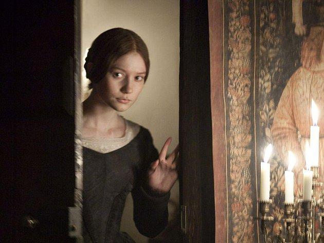 Jana Eyrová, nové zpracování britské klasiky. Na snímku Mia Wasikowska jako Jana