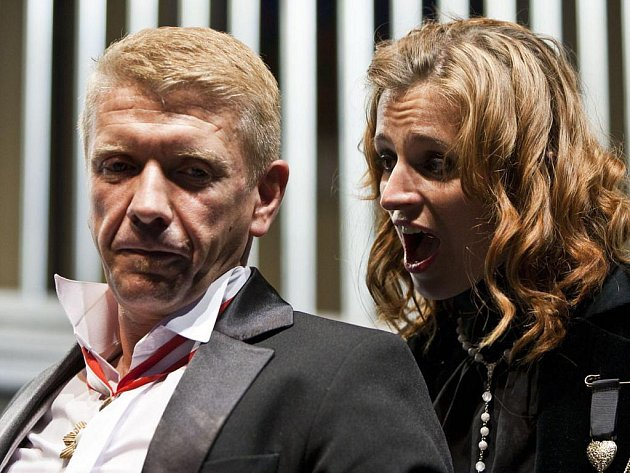 HLAVNÍ PÁR. Richard Stanke jako Angelo a Ivana Jirešová coby Isabela.