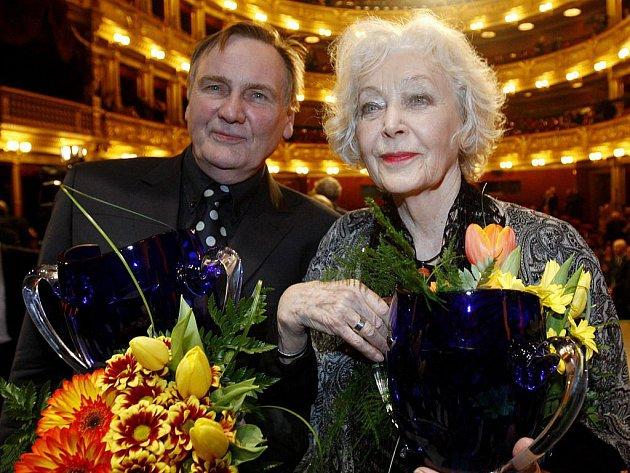 Divadelní ceny Thalie za rok 2010 byly předány 26. března v pražském Národním divadle. Na snímku Jiří Štěpnička a Květa Fialová za činohru.
