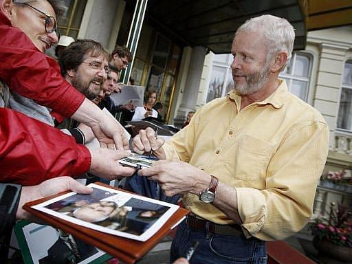 Americký herec David Morse se v Čechách proslavil nejvíce jako padouch, který šel po sympatickém Doktoru Houseovi. Hrál také hlavní roli v seriálu Taxík, kde za volantem drožky řešil kriminální případy...