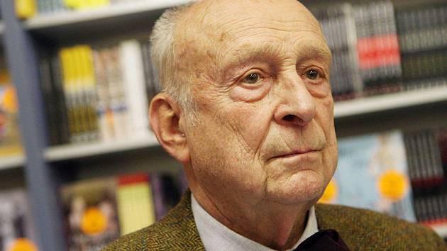 Stanislav Zindulka přijel do hradeckého knihkupectví Kanzelsberger, aby svým fanouškům podepsal autobiografickou knihu s názvem Moje cesta vlakem dětství a naděje
