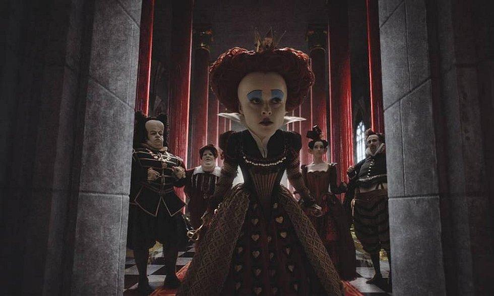 Alenka v říši divů podle Tima Burtona s Johnnym Deppem, Helen Bonham Carter a Anne Hathaway