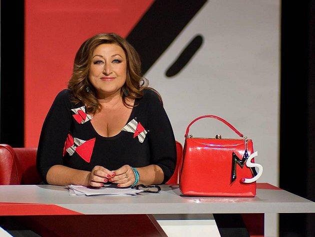 V NOVÉ SHOW. Součástí image Haliny Pawlowské budou elegantní kabelky s monogramem.
