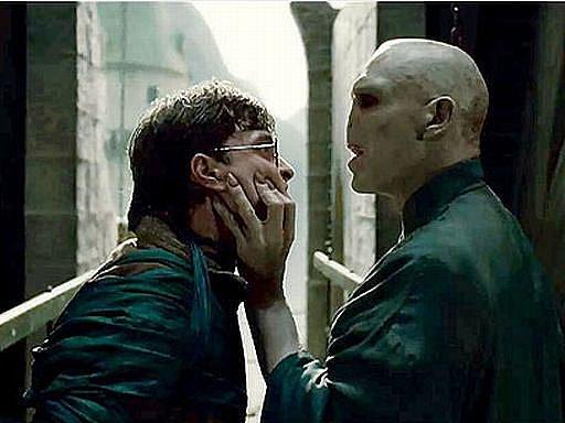 V závěru potterovské ságy dochází k nevyhnutelnému střetu mezi Harrym a lordem Voldemortem...