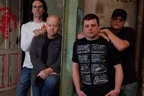 Nový Blue Effect, zpěvák Jan Křížek v popředí, zakladatel Radim Hladík po jeho levé ruce