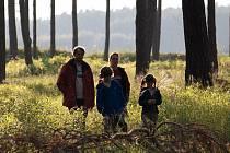 Snímek z filmu Roberta Sedláčka Rodina je základ státu