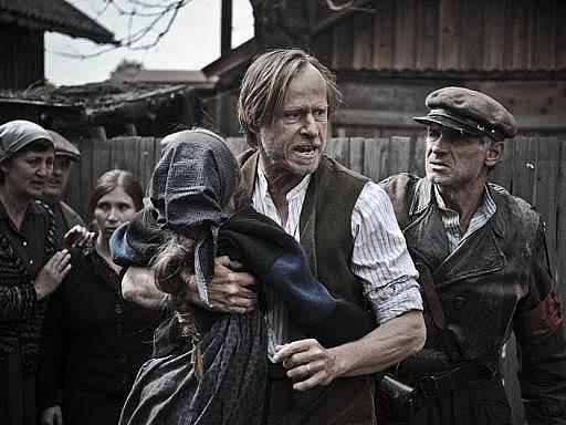Habermannův mlýn: Legendární režisér Juraj Herz se rozhodl otevřít jednu z nejkontroverznějších kapitol českých dějin, poválečný odsun Němců, při němž se spravedlivý hněv často mísil s těmi nejnižšími pudy a spolu vytvářely nesmazatelnou krvavou stopu.