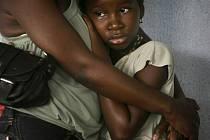 Záhadná nemoc, při níž pacienti kývají hlavou, trápí 3000 dětí v Ugandě.