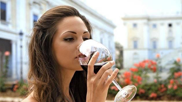 I jedna sklenička denně zvýší riziko rakoviny prsu o patnáct procent.