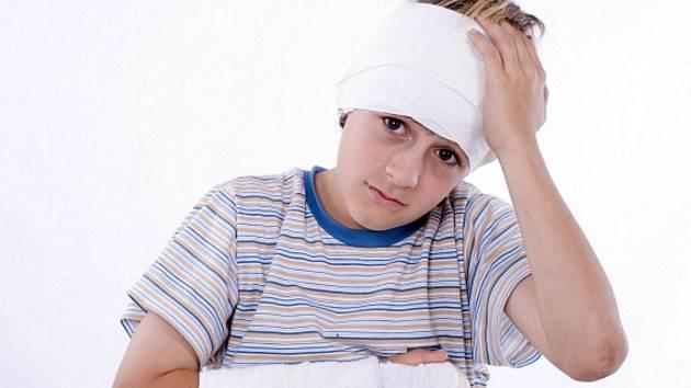 Dětská kůže se při namočení lehké sádry může zapařit.