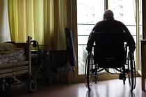 Kvůli limitům od pojišťoven hrozí, že pacienti s roztroušenou sklerózou nedostanou péči včas.