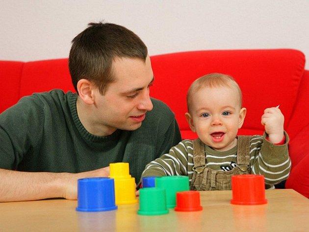 V posledních letech je čím dál více trendy být tátou a starat se o děti se stejnou intenzitou jako to dělají matky.