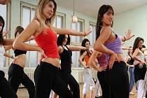Zumba se cvičí na latinskoamerické rytmy, salsu, merengu, cha-cha, mambo.. Zaznít mohou i prvky orientálních a afrických tanců. Návštěvníci lekce se choreografii učí za pochodu. Kroky jsou však tak lehké, že žádné extra vysvětlování není potřeba.
