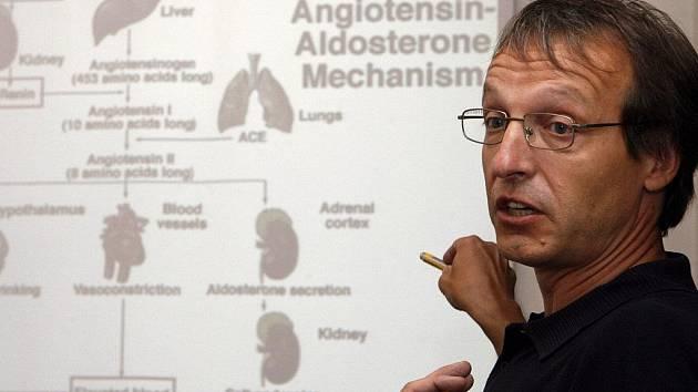 GENOVÍ VINÍCI. Geny způsobující Rotorův syndrom nejsou první, které tým Stanislava Kmocha objevil. Již dříve odhalil geny podmiňující šedý zákal,  dědičné onemocnění ledvin (na snímku) nebo Kufsovu neurodegenerativní chorobu.