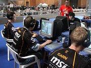 Hráči se na mistrovství světa v počítačových hrách v Paříži mohli těšit z obrovské divácké kulisy.