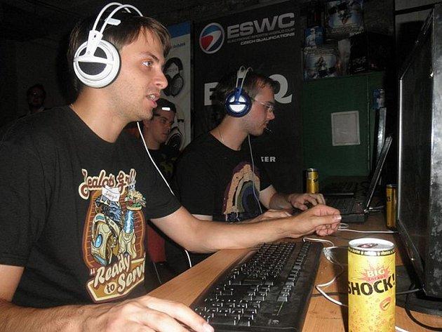 Od poloviny srpna roku 2011 probíhala v České republice oficiální kvalifikace na turnaj Electronic Sports World Cup (ESWC), který je považován za mistrovství světa v počítačových hrách.