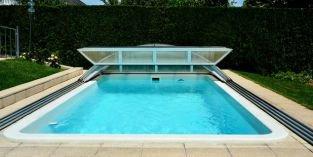 Jak vybrat zastřešení bazénu: luxusní řešení prodlouží koupací sezonu