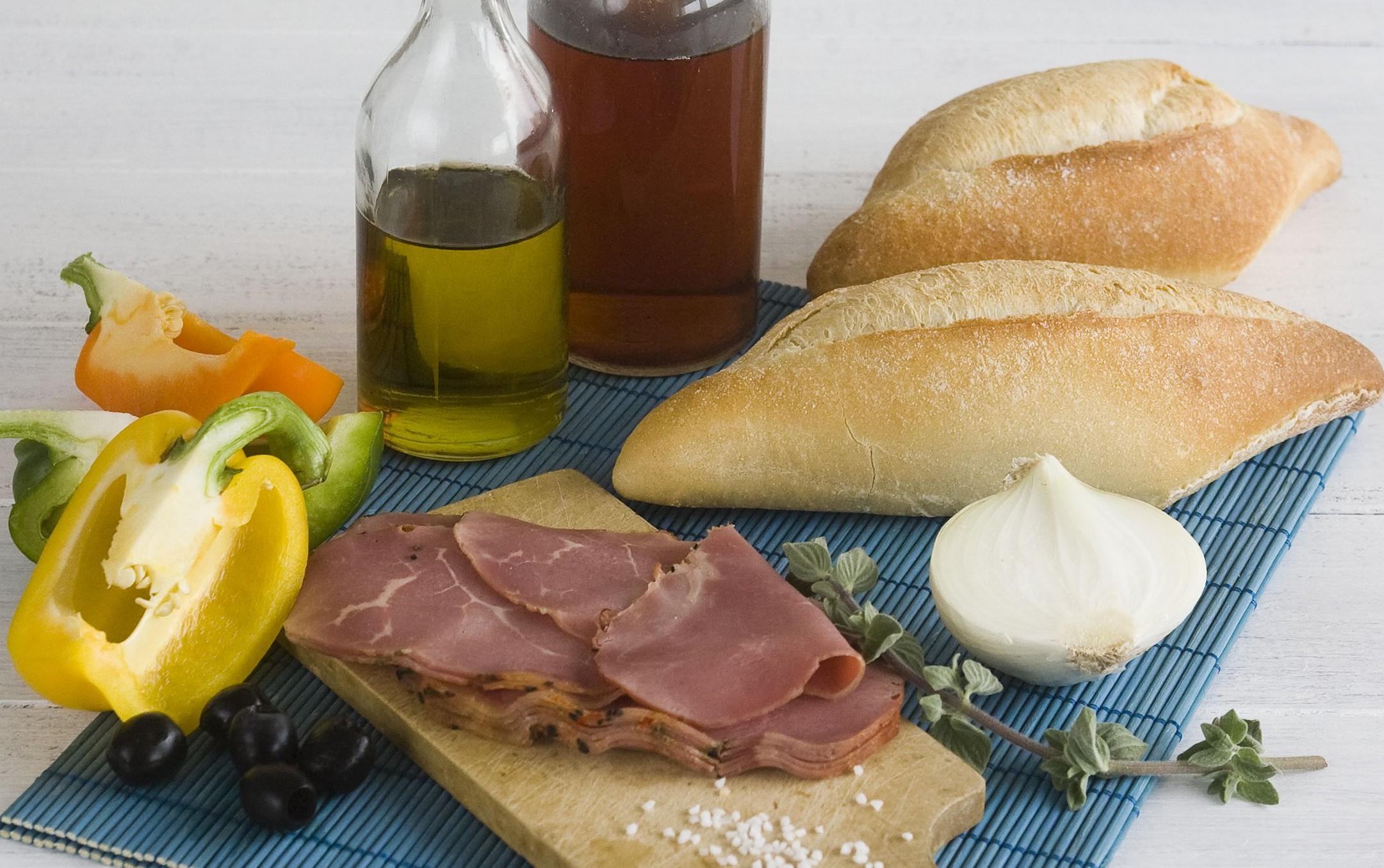 Bagety plnene grilovanymi paprikami a rosbifem - suroviny