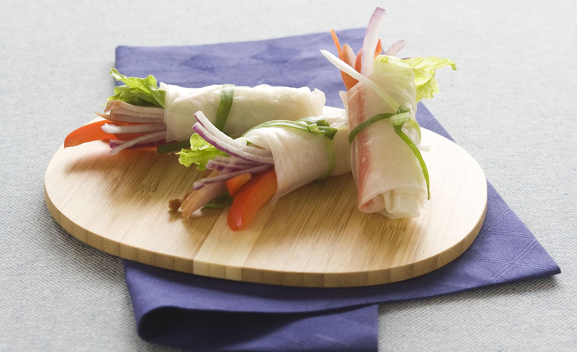 Rolky zryzoveho papiru se zeleninou