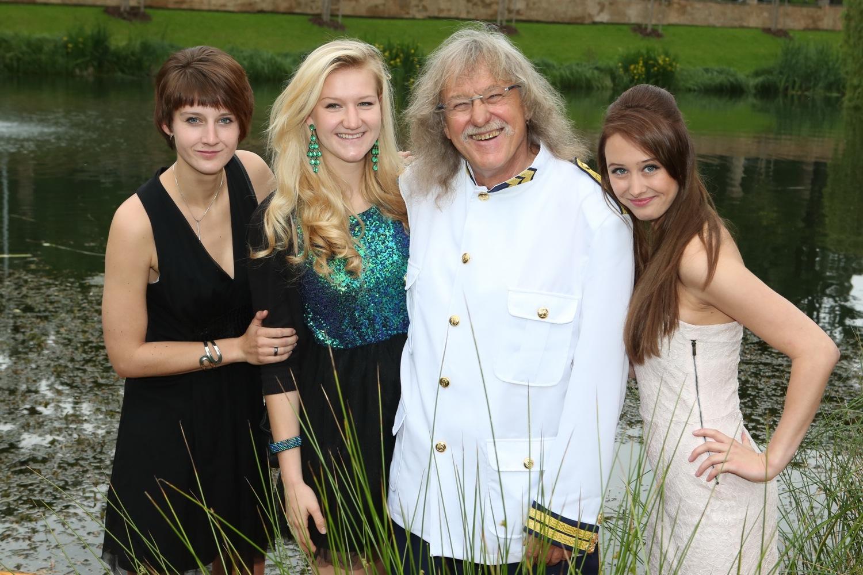 Lubomír snejbližšími – zprvního manželství má dvě dcery (vlevo), Ivanka jednu.
