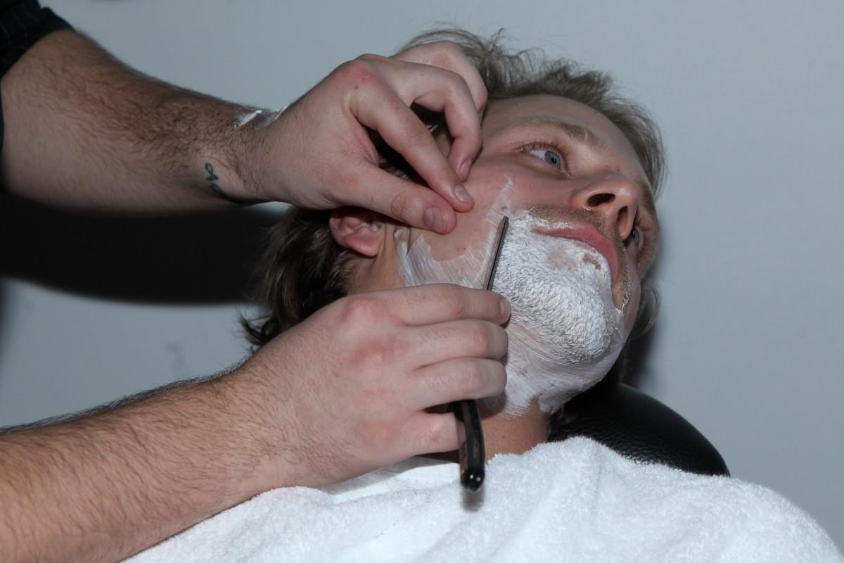 Zpěvák se připojil ke kampani Movember.