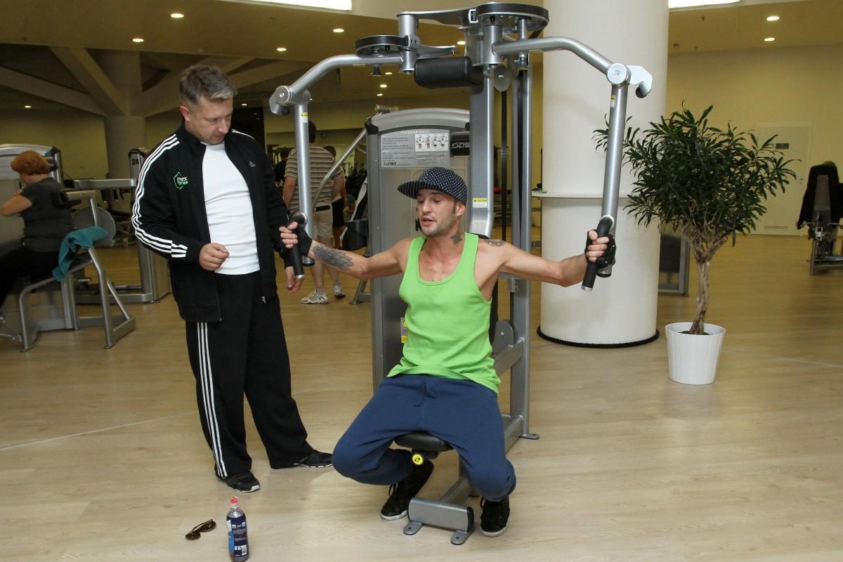 Se trenérem a spolumajitelem fitnesscentra Petrem Ostenem