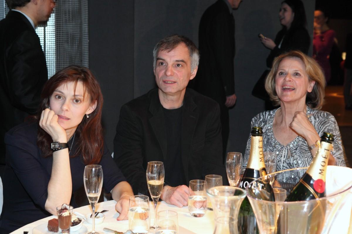 Herecká esa vpodobě Ivana Trojana, jeho manželky Kláry a Taťjany Medvecké