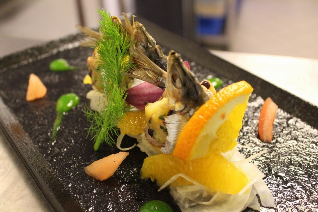 Sicilske menu-sardinky srozinkami, píniemi a Caciocavallo
