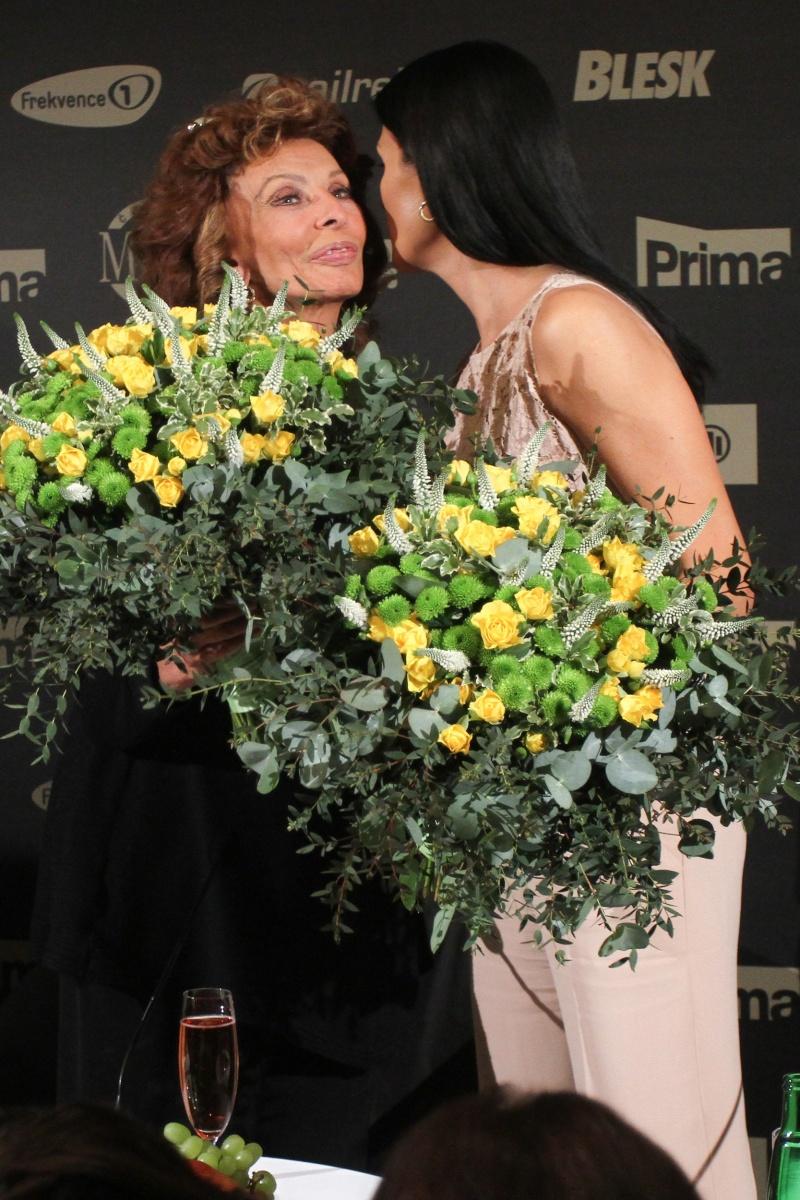 Italskou herečku přivítala ředitelka České Miss Michaela Maláčová.